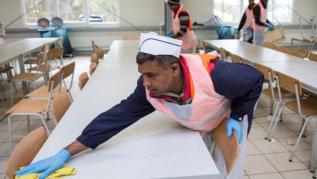 Asylwerber: Regierung fördert gemeinnützige Arbeit (Bild: APA/dpa/Wolfram Kastl (Symbolbild))