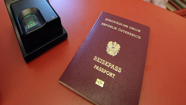 OÖ: Mann will 3. Geschlecht im Pass eintragen (Bild: APA/HANS KLAUS TECHT)
