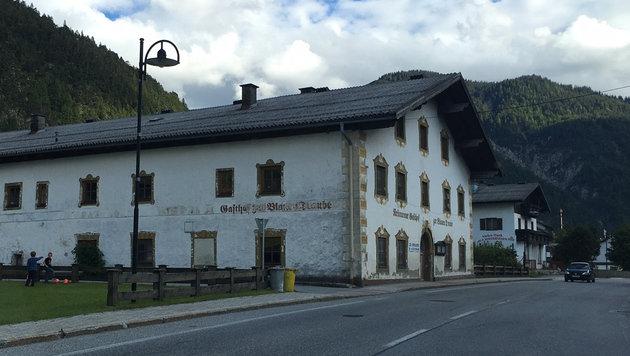 In diesem Gasthaus in Scharnitz spielten sich angeblich die Sexszenen ab. (Bild: Philipp Neuner)