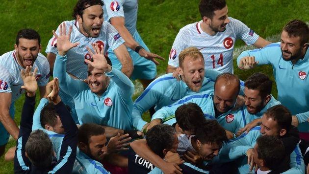 Türkei bejubelt 1. Sieg und hofft auf Achtelfinale (Bild: AFP)
