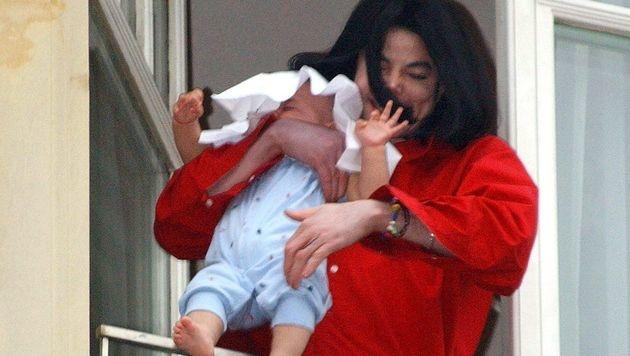 Michael Jackson mit Prince Michael (Bild: dpa)