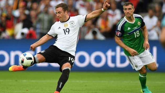 Ganz Österreich jubelt über Deutschlands 1:0-Sieg (Bild: AFP)