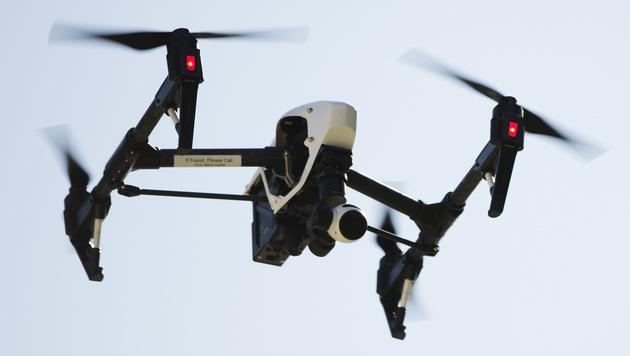Drohne schlug in München neben Familie ein (Bild: AP)