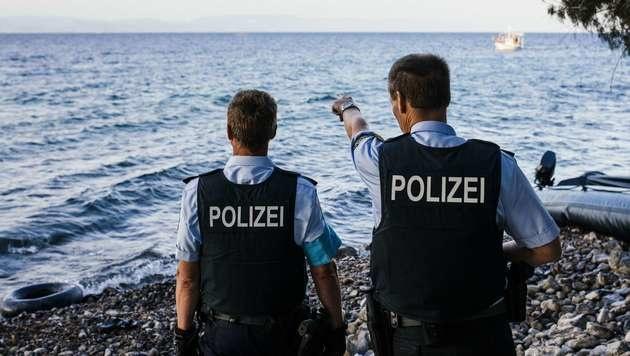 Deutsche Frontex-Polizisten in Griechenland (Bild: APA/AFP/DIMITAR DILKOFF)