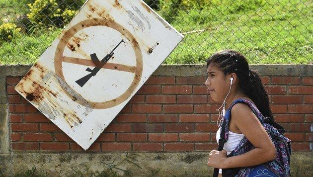 FARC und Regierung schlossen Waffenstillstand (Bild: APA/AFP/LUIS ROBAYO)
