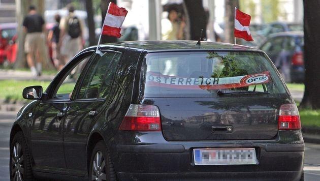 Für Fahne am Auto: Fan musste Strafe zahlen (Bild: APA/GEORG HOCHMUTH (Symbolbild))