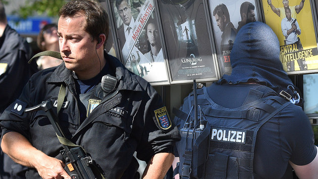 Bewaffneter verschanzte sich in Kino: Erschossen! (Bild: APA/AFP/dpa/Boris Roessler)