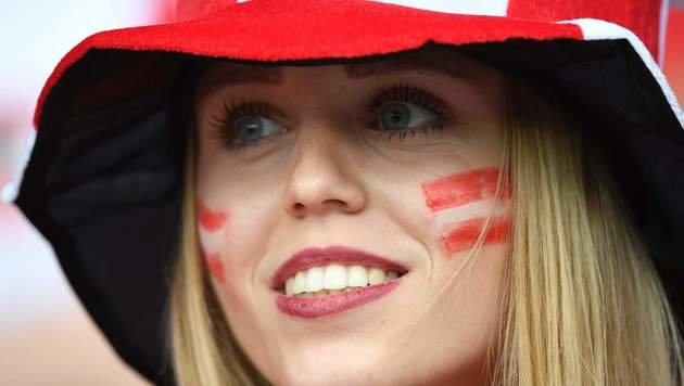 Heiße EM! Die schönsten weiblichen Fans (Bild: APA/AFP/LIONEL BONAVENTURE)