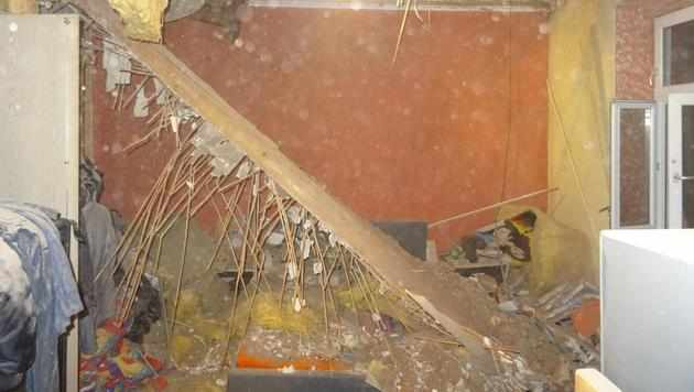 Mann von herabstürzender Zimmerdecke verschüttet (Bild: LPD NÖ)