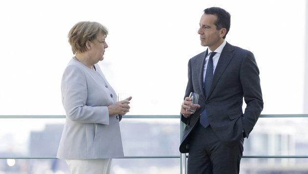 Merkel und Kern im Gespräch (Bild: APA/BKA/ANDY WENZEL)