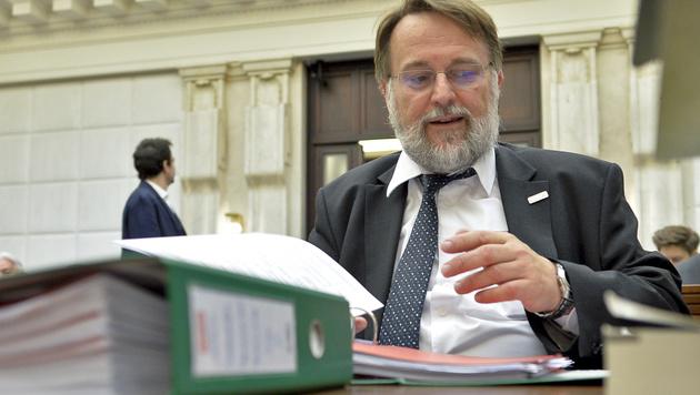 Der Leiter der Wahlabteilung im Innenministerium, Robert Stein, am Donnerstag im VfGH (Bild: APA/Herbert Neubauer)