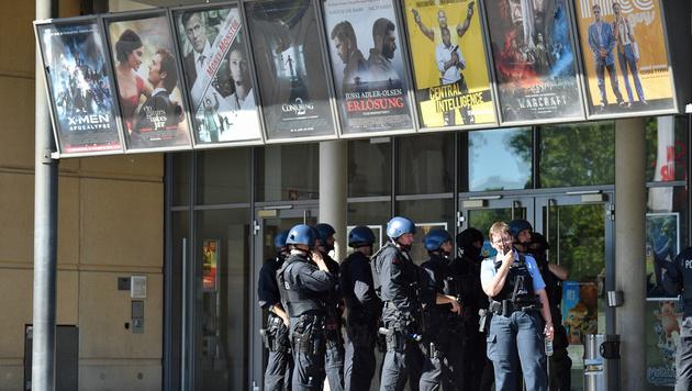 Bewaffneter verschanzte sich in Kino: Erschossen! (Bild: APA/dpa/Boris Roessler)