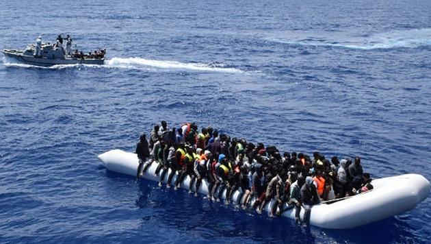 Über 4500 Flüchtlinge aus dem Mittelmeer gerettet (Bild: AFP)