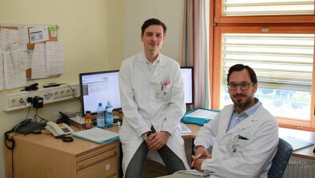 Die behandelnden Ärzte Manfred Schmidt und Georg Huemer (Bild: Christoph Gantner)