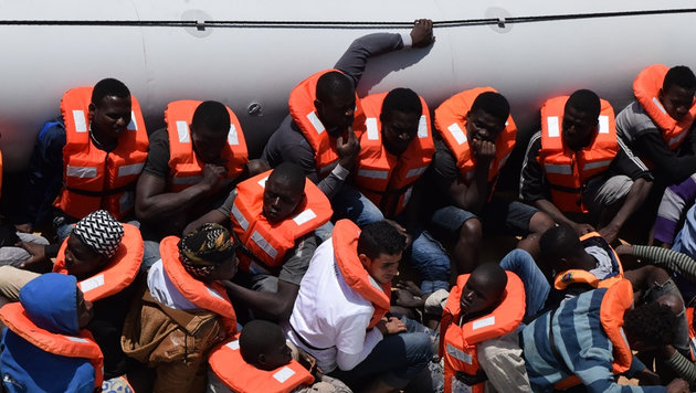 Mittelmeer: 7000 Migranten in zwei Tagen gerettet (Bild: AFP)