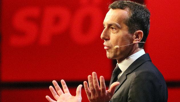 """""""Werden der FPÖ nicht unser Land überlassen!"""" (Bild: Associated Press)"""