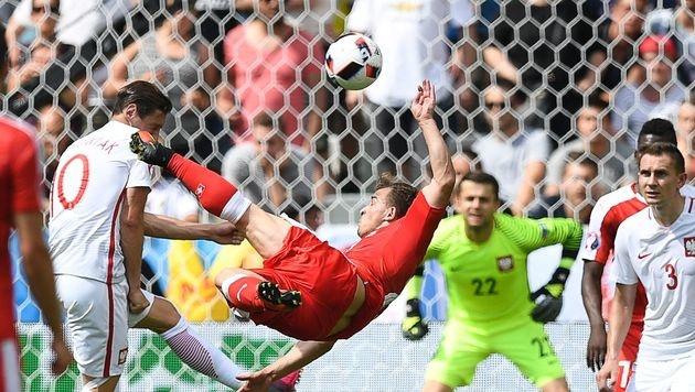 Magischer Fallrückzieher bei Schweizer EURO-Aus (Bild: AFP)