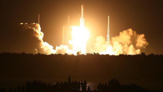 """Der Start von """"Langer Marsch 7"""" vom Weltraumbahnhof Wenchang (Bild: Associated Press/Chinatopix)"""