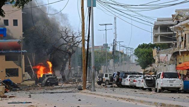 Islamisten greifen Hotel in Somalias Hauptstadt an (Bild: APA/AFP/Mohamed Abdiwahab)