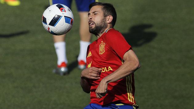 Jordi Alba schimpft über spanische Presse (Bild: AP)