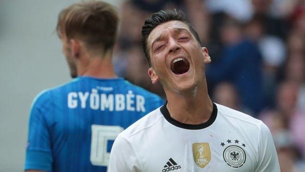 Mesut Özil vergab zu Beginn einen Elfmeter (Bild: AFP)