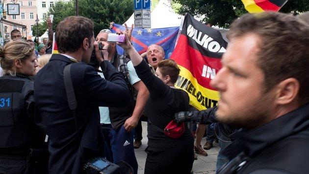 Deutscher Bundespräsident als Verräter beschimpft (Bild: EPA/Arno Burgi)