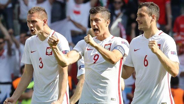 Lewandowski und Co. provozieren Schweizer Fans (Bild: AFP)
