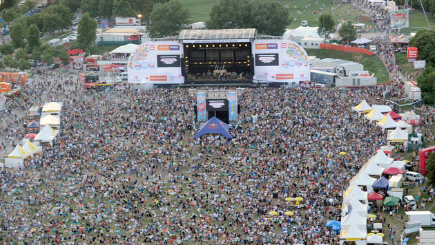Falco-Mega-Konzert beim Wiener Donauinselfest! (Bild: APA/HERBERT P. OCZERET)