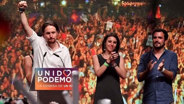 Podemos-Spitzenkandidat Pablo Iglesias (li.) (Bild: APA/AFP/GERARD JULIEN)