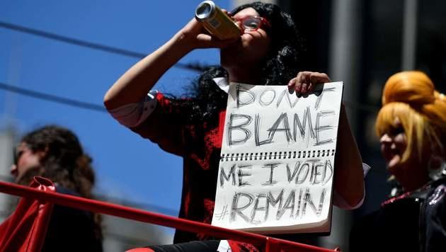 Diese Frau hat gegen den Brexit gestimmt. (Bild: APA/AFP/JOSH EDELSON)