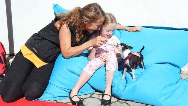 Therapiehunde helfen Kindern, Brücken zu bauen (Bild: Reinhard Judt)