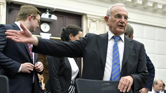 Rechtsanwalt Dieter Böhmdorfer vertrat die FPÖ vor dem Verfassungsgerichtshof. (Bild: APA/HERBERT NEUBAUER)