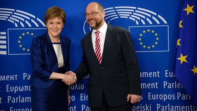 Nicola Sturgeon und EU-Parlamentsvorsitzender Martin Schulz (Bild: APA/AFP/THIERRY CHARLIER)