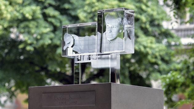 Das Denkmal der Atomphysikerin Berta Karlik wurde vom Künstler Thomas Baumann gestaltet. (Bild: APA/HERBERT NEUBAUER)