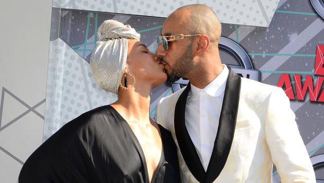 Zärtlich: Alicia Keys küsst Swizz Beatz. (Bild: Viennareport)