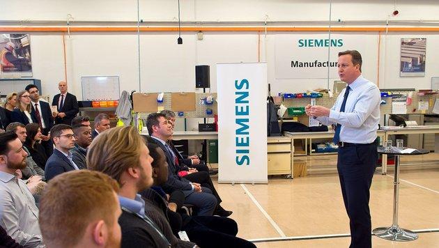 """Der deutsche Konzern Siemens überlegt """"Investitionsentscheidungen"""" künftig anders zu treffen. (Bild: APA/AFP/POOL/BEN PRUCHNIE)"""