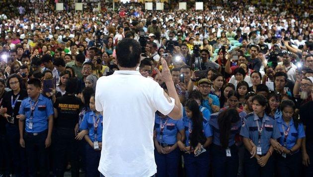 Duterte vor seinen Anhängern (Bild: APA/AFP/NOEL CELIS)