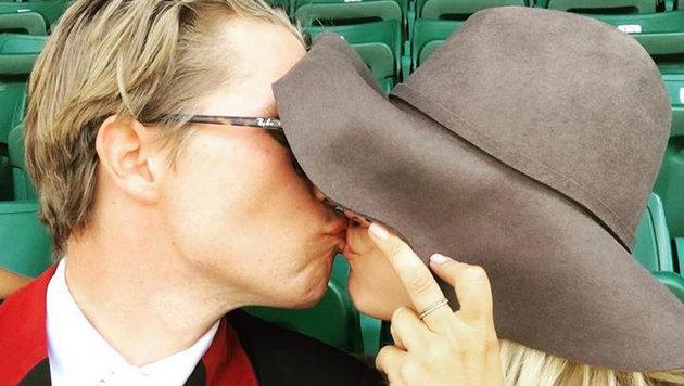 Ein Küsschen in Ehren: Kayley Cuoco knutscht Boyfriend Karl Cook. (Bild: Viennareport)
