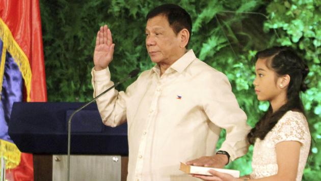 Duterte bei seiner Vereidigung als Präsident (Bild: AP)
