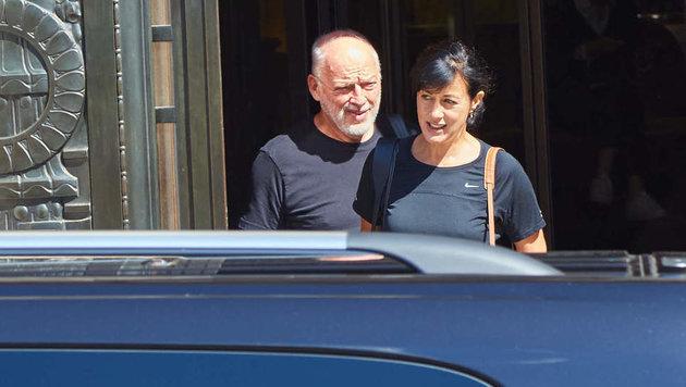 David Gilmour verlässt mit seiner Frau Polly Samson das Hotel Park Hyatt. (Bild: Starpix/ Alexander TUMA / SPY)
