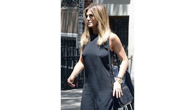 Jennifer Aniston unterwegs in New York: Von einem Babybauch ist keine Spur zu finden. (Bild: AUG/face to face)
