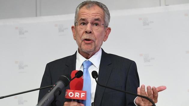 Alexander Van der Bellen bei seinem Statement zum VfGH-Urteil (Bild: APA/HELMUT FOHRINGER)