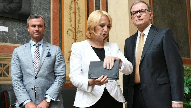 Die drei Nationalratspräsidenten Doris Bures, Karlheinz Kopf (re.) und Norbert Hofer (Bild: APA/HELMUT FOHRINGER)