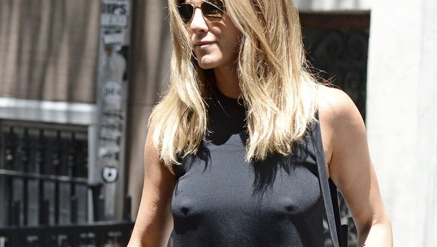 Nippel-Alarm: Jennifer Aniston unterwegs in New York (Bild: AUG/face to face)