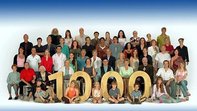 """Die versammelte """"Lindenstraße""""-Familie anlässlich der 1000. Folge 2005 (Bild: obs/WDR/Wdr Thomas Kost)"""