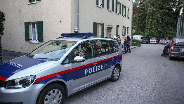Mordalarm in Linz: Frau tötete Lebensgefährten (Bild: APA/MATTHIAS LAUBER)