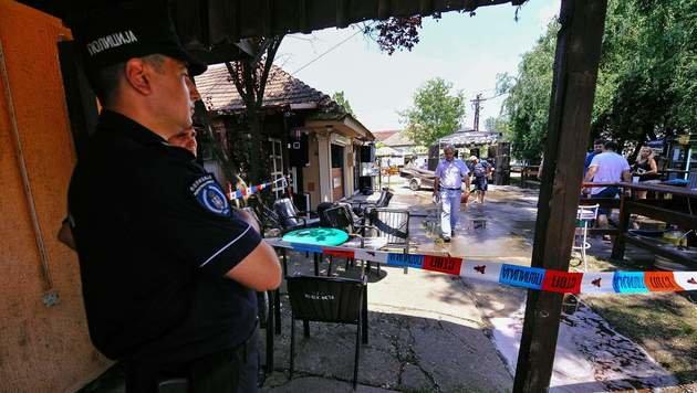 Polizisten in der Nähe des Tatorts (Bild: APA/AFP/ALEXA STANKOVIC)