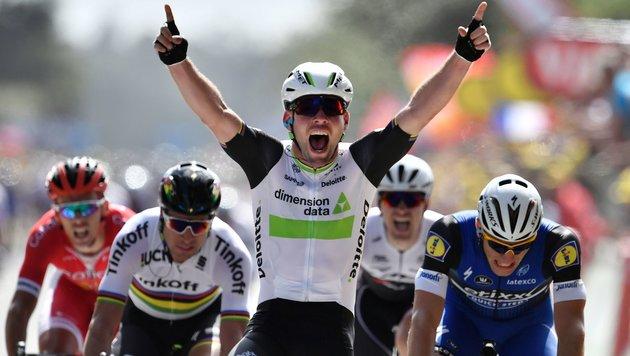 Cavendish erobert gelbes Trikot, Contador gestürzt (Bild: APA/AFP/JEFF PACHOUD)