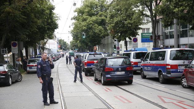 Schwer verletzter Polizist kämpft um sein Leben (Bild: Martin Jöchl)