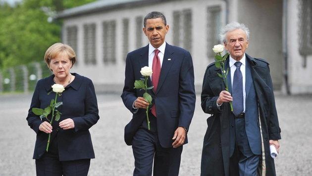Angela Merkel, Barack Obama und Elie Wiesel 2009 an der KZ-Gedenkstätte in Buchenwald (Bild: APA/AFP/MANDEL NGAN)